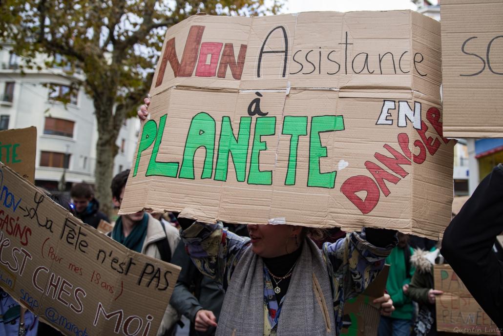 """pancarte """"non assistance à planète en danger"""""""