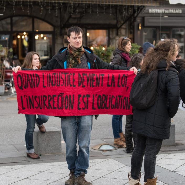 banderole anarchiste sur la constitution