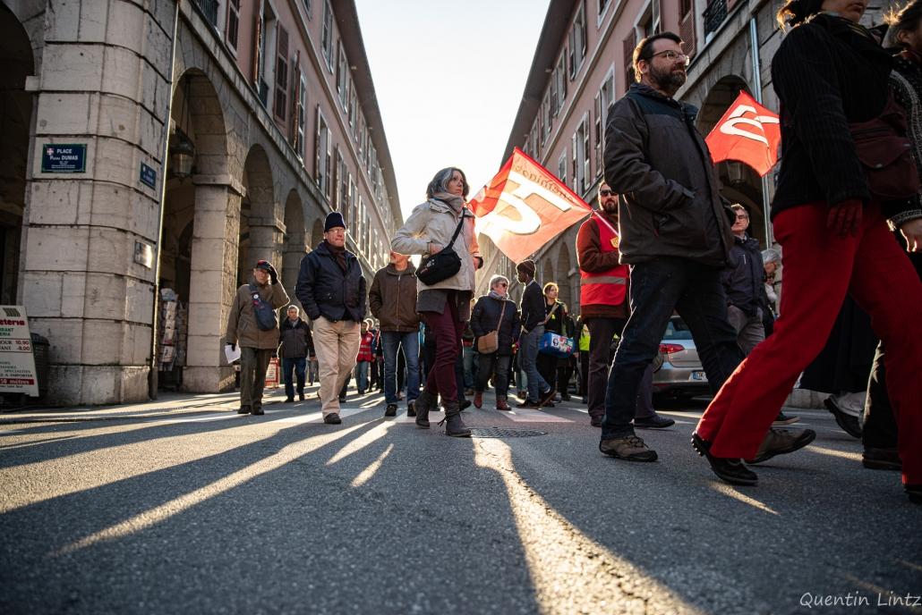 contre-jour des manifestant.es