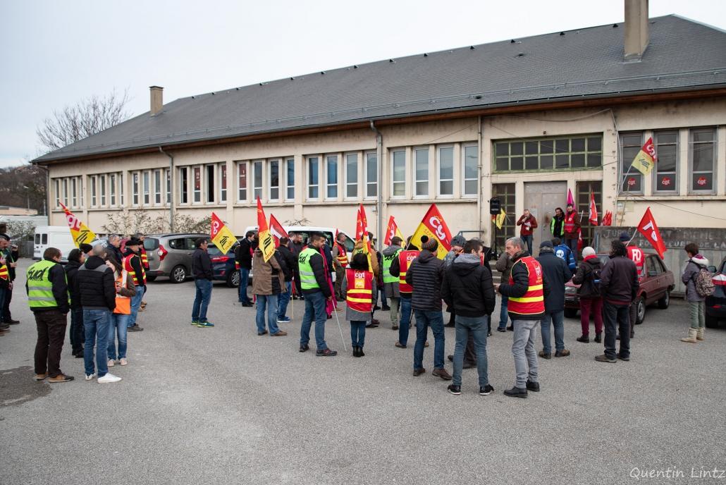 assemblée devant le piquet de grève des cheminots 2