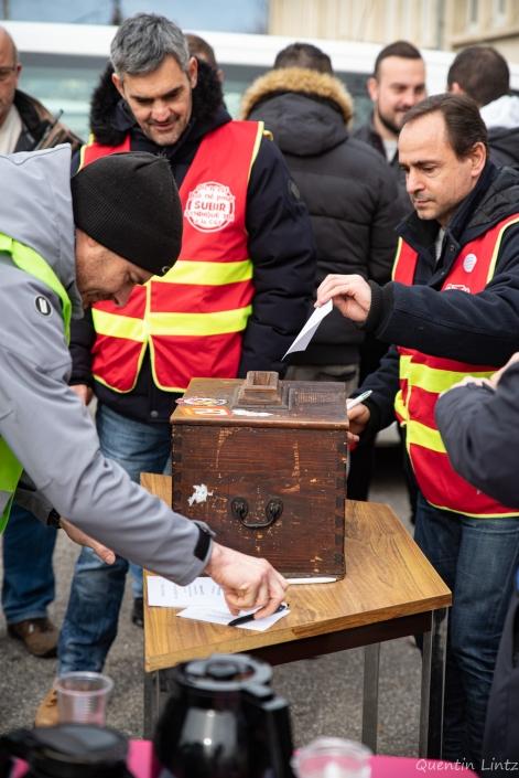 vote pour prolongation de la grève des cheminots