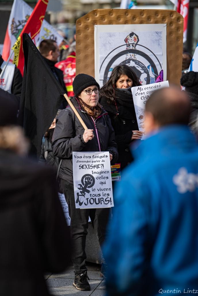 une manifestante anarchiste