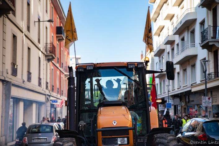 tracteur dans les rue de chambery