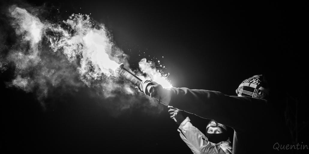 bras tendu avec torches sncf