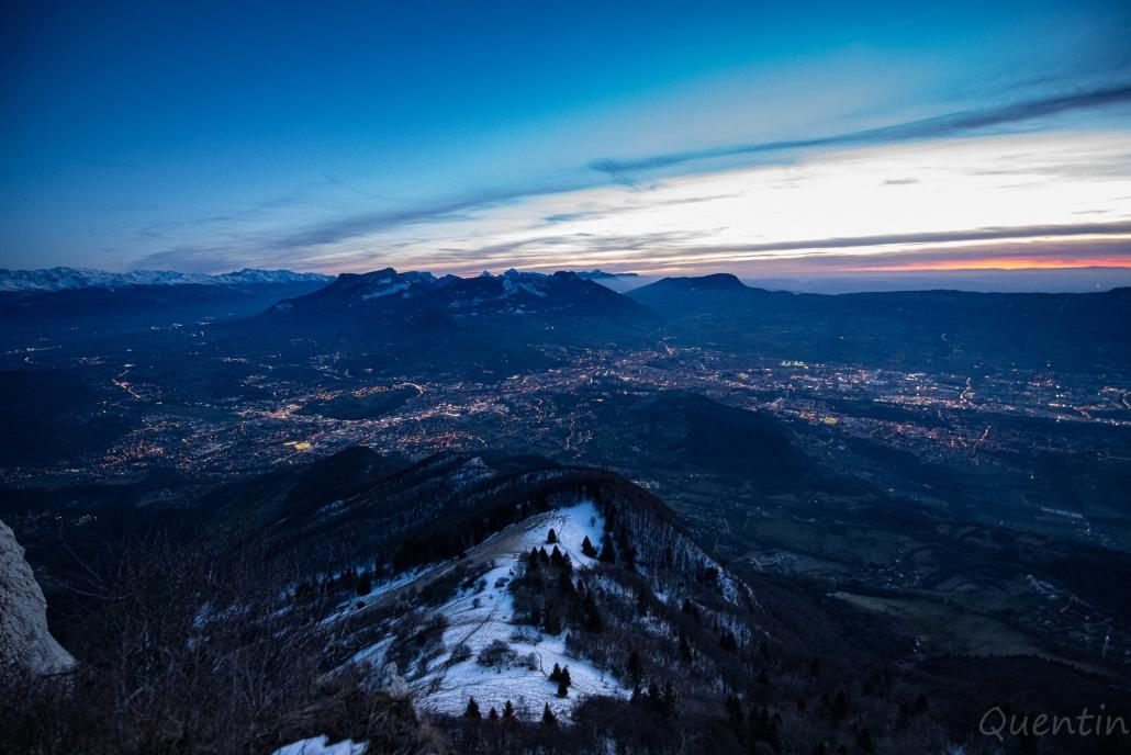 paysage avant la nuit et après couché de soleil