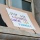 """pancarte """"stop aux violences contre les femmes"""""""