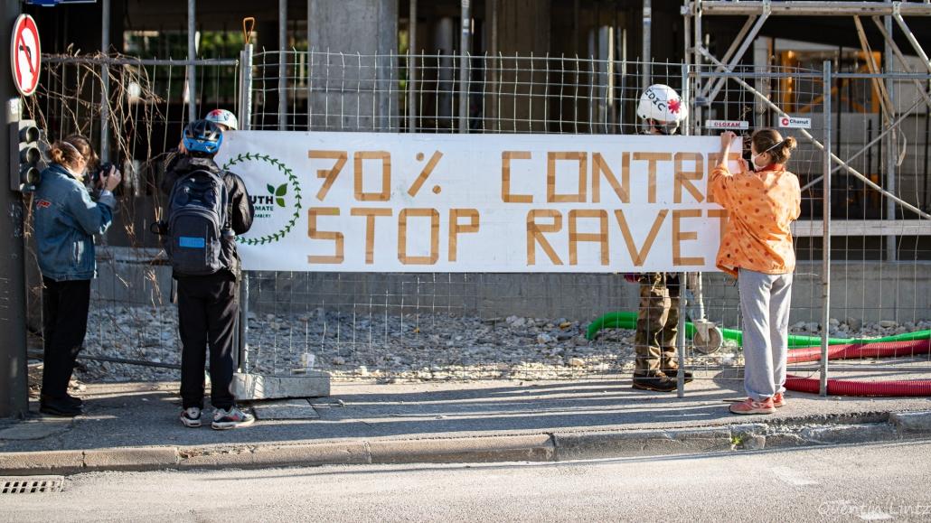 """banderole YFC """"70% contre donc stop ravet"""""""