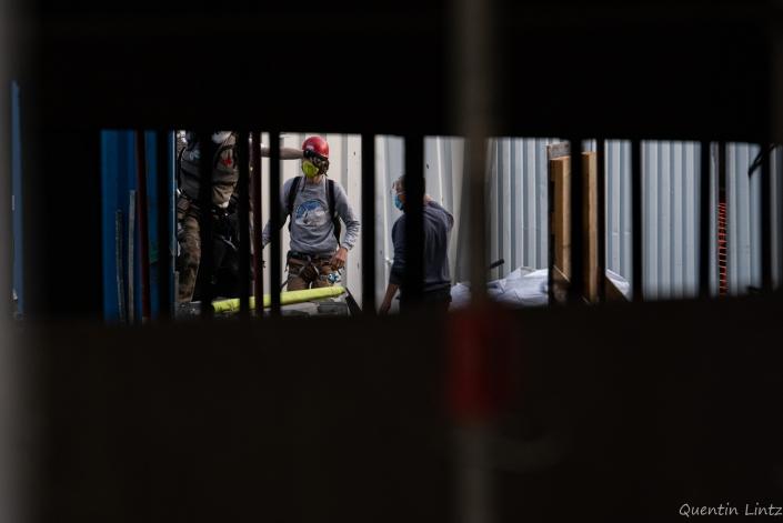 des militants pénètrent le chantier