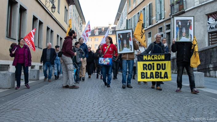 la manifestation passe de la préfecture au chateau de chambery
