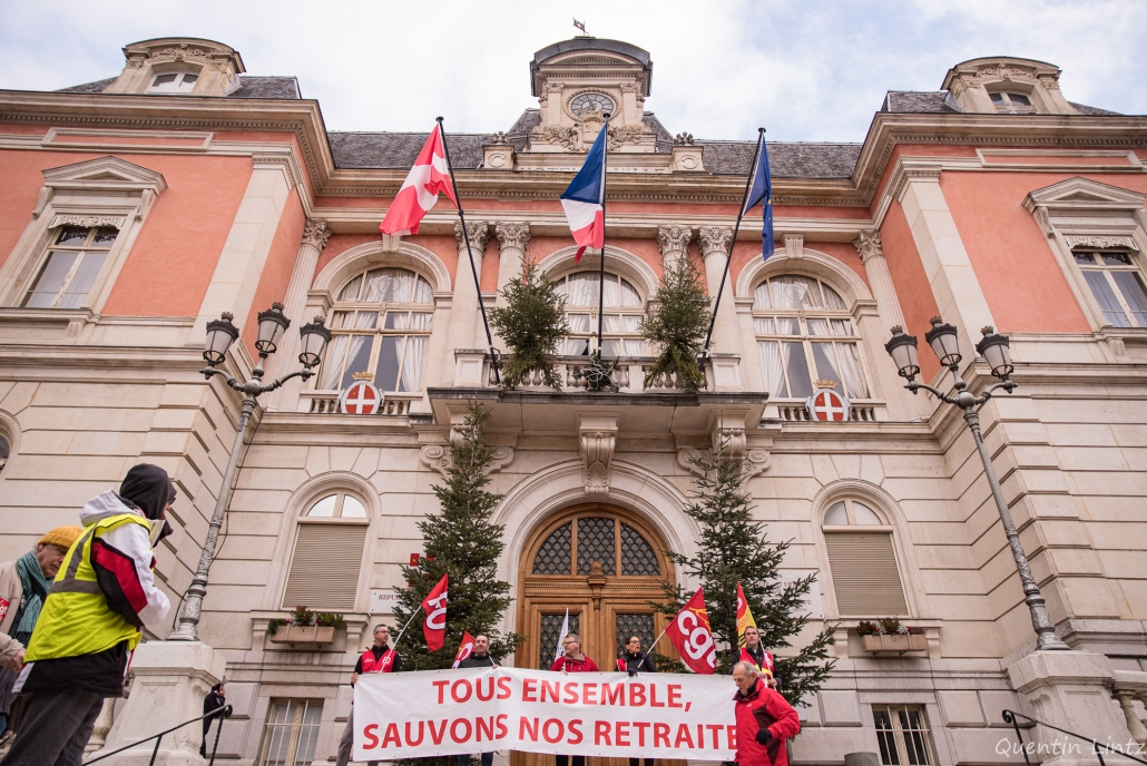 banderole de tête devant la mairie