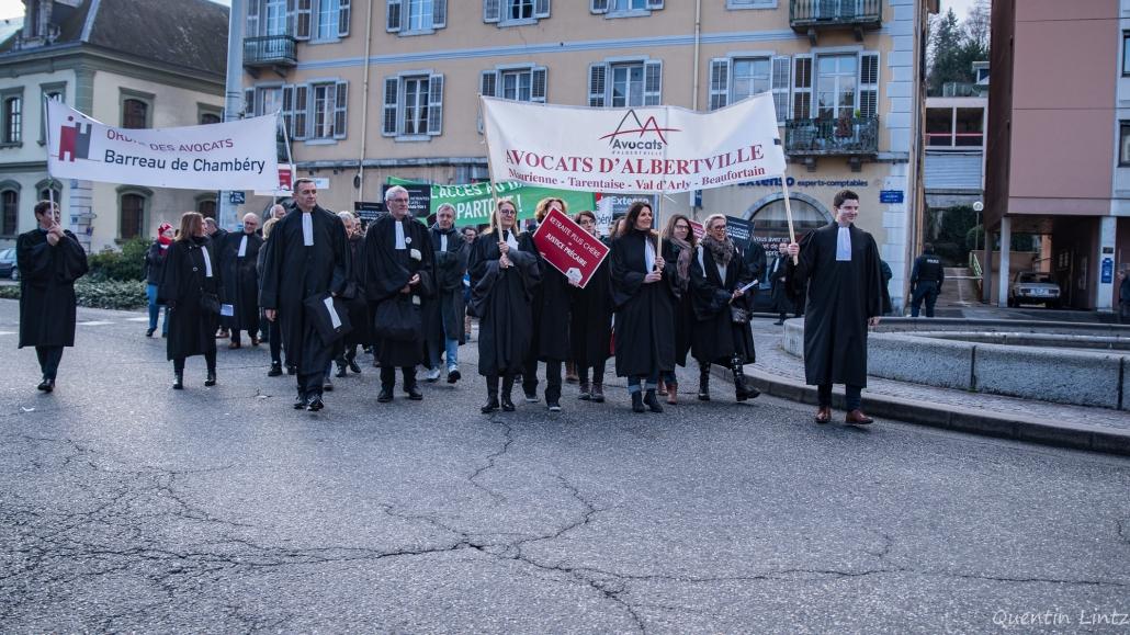 avocats et leur banderole