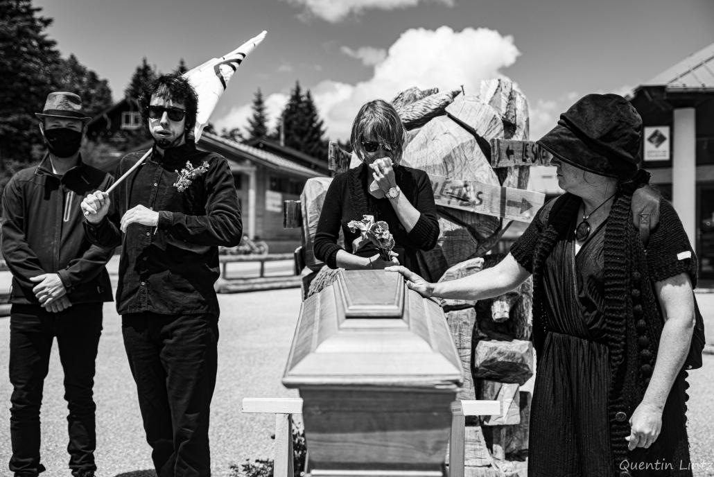 prière devant le cercueil