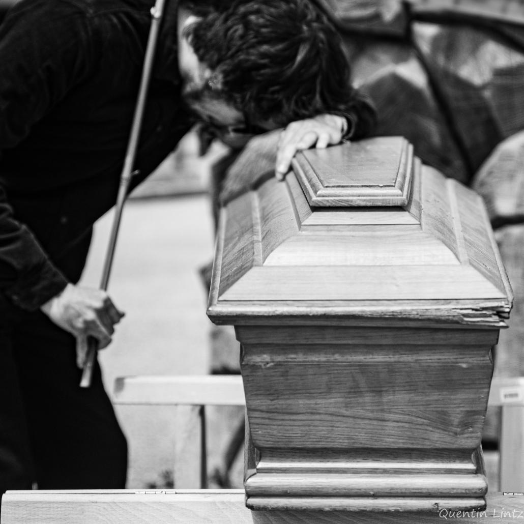 recueillement sur cercueil