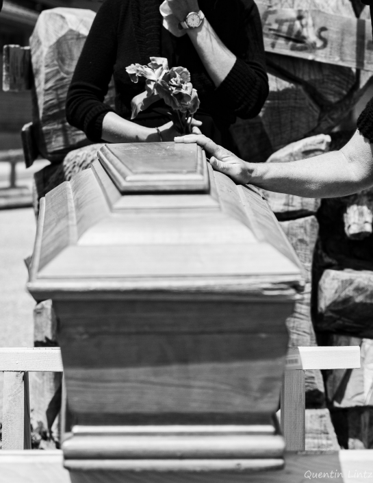 recueillement devant cercueil
